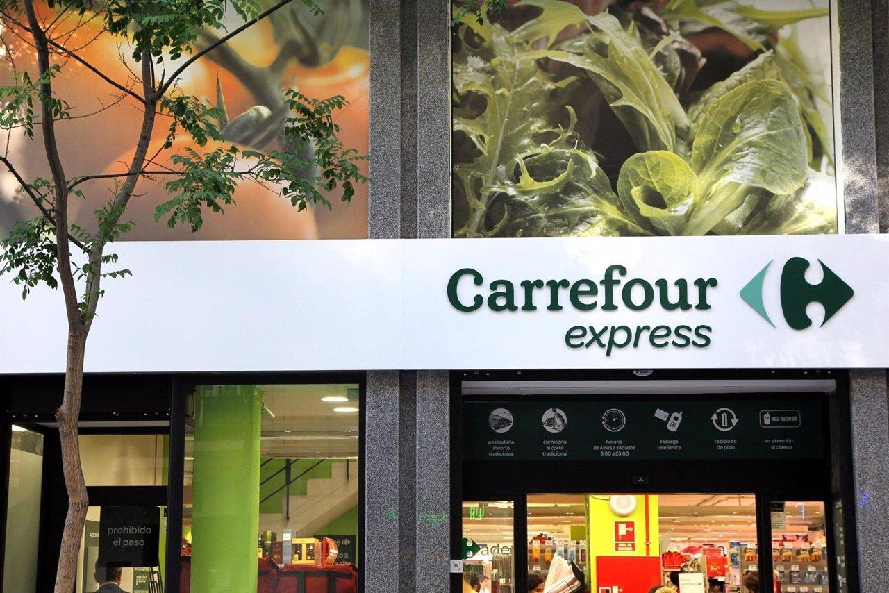 Carrefour express abre dos supermercados en gasolineras de for Servicio tecnico jane sevilla calle feria