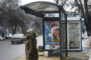 Foto: La nueva iniciativa contra la obesidad en Moscú: paradas de bus con básculas (REUTERS)