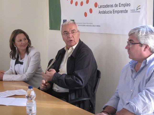 Cobo y Marín (c), en la inauguración del programa 'Lanzaderas de Empleo'.
