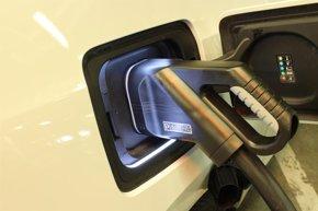 Foto: Economía/Motor.- El Congreso pide al Gobierno fondos para fomentar la compra de vehículos eléctricos y apoyos fiscales (BMW)