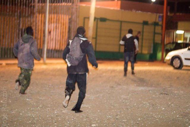 Inmigrantes logran llegar al CETI de Melilla