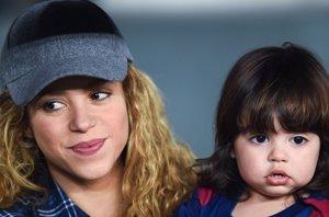 Foto: Shakira y Milan, como dos hinchas más apoyando a papá Piqué (GETTY/CORDON PRESS)