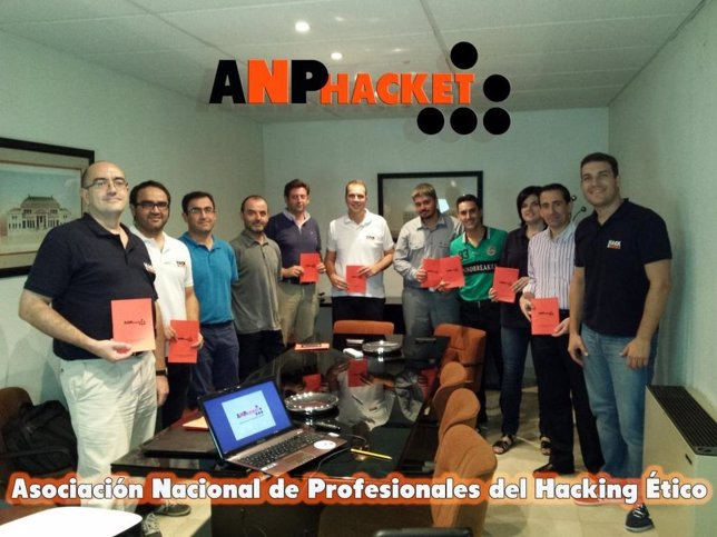 Integrantes de 'ANPhacket'
