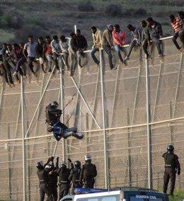Foto: Bruselas avisa a España de que no puede usar la fuerza en Ceuta y Melilla (STRINGER . / REUTERS)