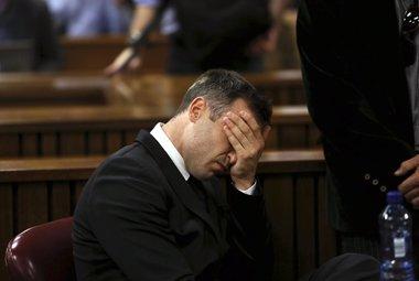 Foto: Oscar Pistorius, condenado a cinco años de cárcel por matar a su novia (REUTERS)