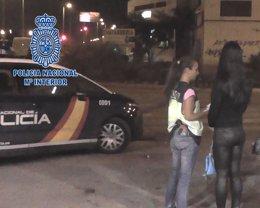 Foto: La Policía Nacional detiene a los miembros de un clan por la explotación sexual de una joven (POLICÍA NACIONAL)