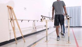 Un paciente con parálisis consigue andar tras trasplantarle células olfativas