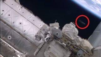 Un OVNI aparece en el vídeo de un paseo espacial en la ISS