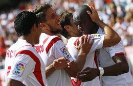 Foto: El Sevilla busca medio billete en Lieja (REUTERS)