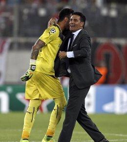 """Foto: Míchel: """"Ojalá Del Bosque se acuerde de Roberto"""" (ALKIS KONSTANTINIDIS / REUTER)"""