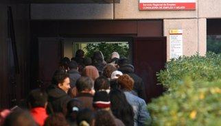L'atur a Catalunya baixa en 44.400 persones i la taxa se situa per sota del 20%