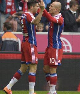 Foto: (Previa) El Moenchengladbach quiere presentar su candidatura ante el lanzado Bayern (LUKAS BARTH / REUTERS)