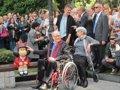 """Foto: Inaugurada oficialmente la escultura de Mafalda pa """"tomar el relevu"""" de Woody Allen como iconu turísticu (EUROPA PRESS)"""