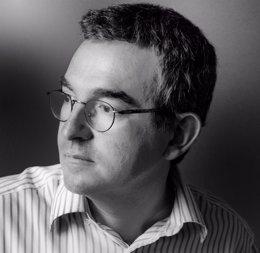 """Foto: Posteguillo: """"Me cuesta disociar mis facetas de escritor y profesor porque me creo la literatura didáctica"""" (RICARDO MARTÍN/PLANETA)"""