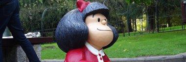 Foto: Mafalda toma el relevo de Woody Allen con su escultura en Oviedo (AYUNTAMIENTO DE OVIEDO)