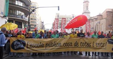 Foto: Miles de personas claman contra la LOMCE en Valencia y reivindican el fin de los recortes en educación (EUROPA PRESS)