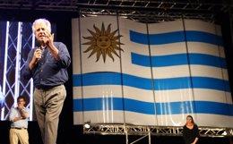 Foto: Vázquez y Lacalle Pou prometen gobernar para todos los uruguayos en el cierre de campaña (REUTERS)