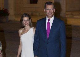 Foto: Don Felipe y Doña Letizia presiden como Reyes de España la Ceremonia de los Premios Príncipe de Asturias (EUROPA PRESS)