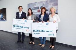 Foto: Volkswagen Navarra entrega sendos cheques de 15.000 euros a ADANO y Niños contra el Cáncer (EP/VOLKSWAGEN NAVARRA)