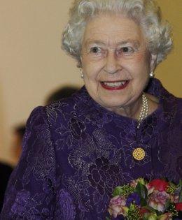 Foto: La reina Isabel II de Inglaterra envía su primer tuit a los 88 años de edad (REUTERS)