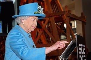 Foto: La Reina Isabel II, la más moderna, sus primeros mensajes en Twitter (GETTY)