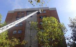 Foto: Un aparatoso incendio provoca cinco heridos leves por inhalación de humo y la muerte de un perro (EMERGENCIAS MADRID)
