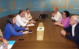 Foto: González Pons se reúne con la familia de Mayuba y se suma a la plataforma que pide su liberación (PPCV)