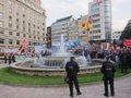 Foto: Manifestantes reciben con abucheos a los Reyes e invitados a la ceremonia ante un espectacular despliegue policial (EUROPA PRESS)