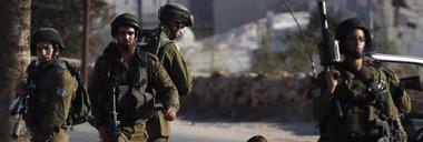 Foto: Israel afirma que el niño palestino-estadounidense muerto a tiros estaba a punto de lanzar un cóctel molotov (MOHAMAD TOROKMAN / REUTERS)