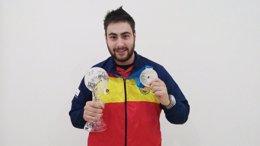 Foto: Pablo Carrera, se cuelga la plata en 10 metros Pistola Aire en Azerbaiyán (RFEDETO)