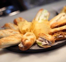 Foto: Economía.- El gasto en comida rápida en España en 2013 se incrementó un 1,2%, hasta 1.862 millones (100 MONTADITOS)