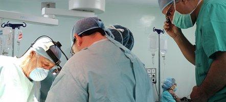 Foto: Realizan con éxito la primera operación de cáncer de páncreas en España asistida con 'Google Glass' (CLÍNICA LA LUZ)