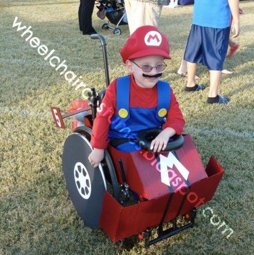 Una madre crea originales disfraces de Halloween para su hijo en silla de ruedas