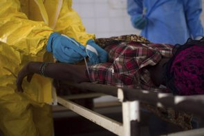 Foto: La OMS percibe una ralentización de los contagios por ébola en Liberia (STRINGER . / REUTERS)