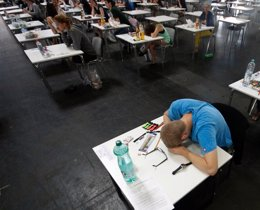 """Foto: El 80% de los jóvenes no tiene """"grandes expectativas"""" de ejercer la profesión para la que se está formando, según OIE (REUTERS/LISI NIESNER)"""