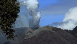 Foto: Costa Rica emite una alerta tras la erupción del volcán Turrialba (JUAN CARLOS ULATE / REUTERS)