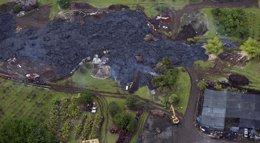 Foto: La Guardia Nacional se desplaza hasta el pueblo de Hawái amenazado por la lengua de lava del volcán Kilauea (MARCO GARCIA / REUTERS)