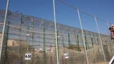 Foto: 200 immigrants intenten saltar la tanca de Melilla (DELEGACIÓN DEL GOBIERNO DE MELILLA)