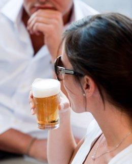 """Foto: El consumo moderado de cerveza """"podría ser positivo"""" para proteger la salud ósea por su contenido en silicio (JOSÉ A. ROJO)"""