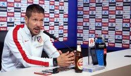 """Foto: Simeone: """"Un Calderón lleno es el premio que tenemos todos los domingos"""" (ÁNGEL GUTIÉRREZ)"""