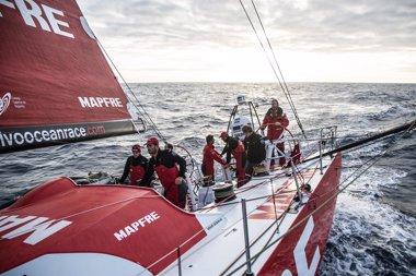 Foto: El 'MAPFRE' navega al norte de los 40 Rugientes con buenas perspectivas (MARTÍA MUIÑA)