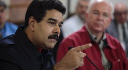 Foto: Maduro despliega la fuerza militar ante el contrabando y anuncia el decomiso de 9.400 toneladas de alimentos (REUTERS)