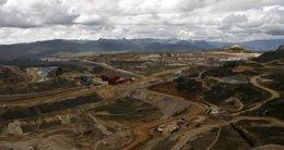 Foto: Compañías y sindicato de trabajadores de la mayor mina de cobre de Perú abren diálogo tras la amenaza de huelga (REUTERS)