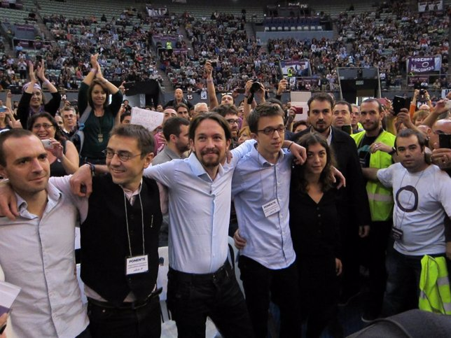 Pablo Iglesias, junto a miembros de Podemos en la Asamblea Fundacional
