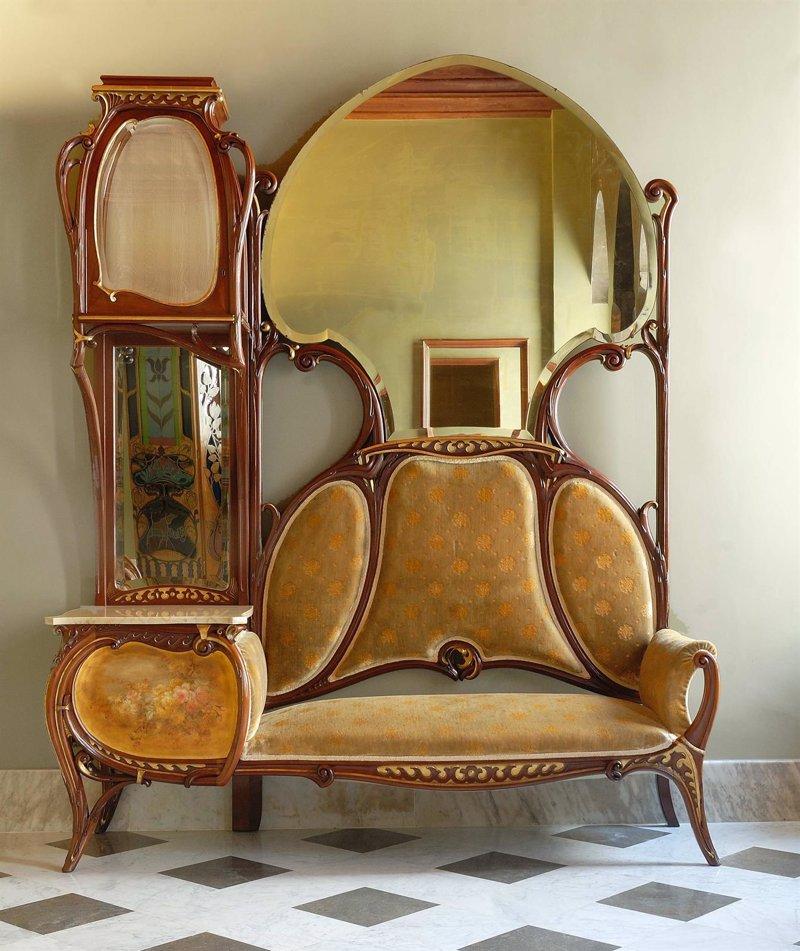 El palau g ell expone mobiliario emblem tico modernista for Muebles modernistas
