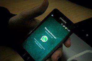 Foto: ¡Deja de mirar el WhatsApp! La principal distracción en el trabajo (ABED RAHIM KHATIB/NURPHOT/SIPA)