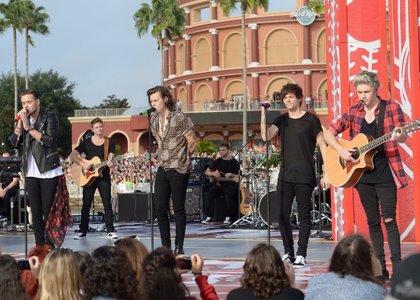 """Foto: One Direction con el público infantil, la importancia de la """"u"""" en Barrio Sésamo"""