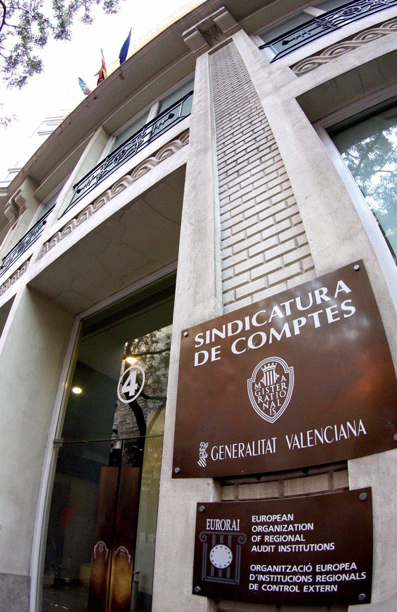 Más de 50 ayuntamientos no rinden cuentas a la Sindicatura de ... - Europa Press