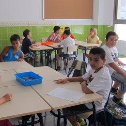 Foto: La vida familiar y la implicación de los padres puede mejorar el rendimiento académico (EUROPA PRESS)