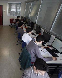 Foto: 40 cursos universitarios 'online' gratis para hacer en noviembre y diciembre (OSMAN ORSAL / REUTERS)